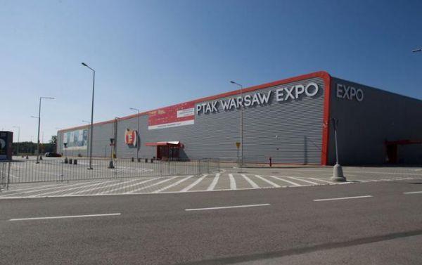 PTAK Warsaw Expo szyje maseczki dla wszystkich Polaków