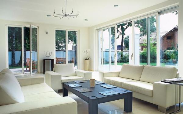 Okna trzyszybowe czy dwuszybowe - które są opłacalnym wyborem do domu?